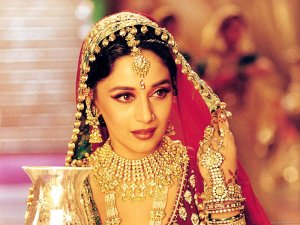 kundan-choker-worn-by-celebrity-madhuri-dixit-in-devdas-for-the-song-'kahe-ched-ched-mohe'-btownmasti.com_